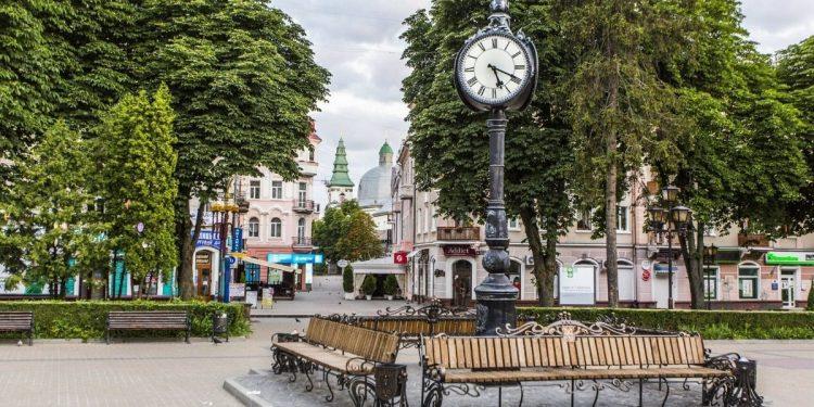 тристоронній годинник в Тернополі